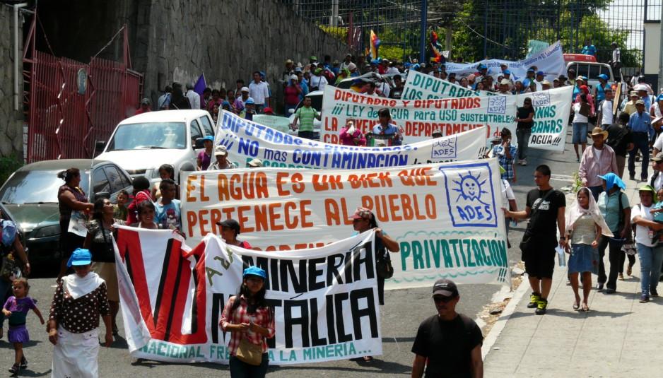 Salvador : l'eau plutôt que l'or