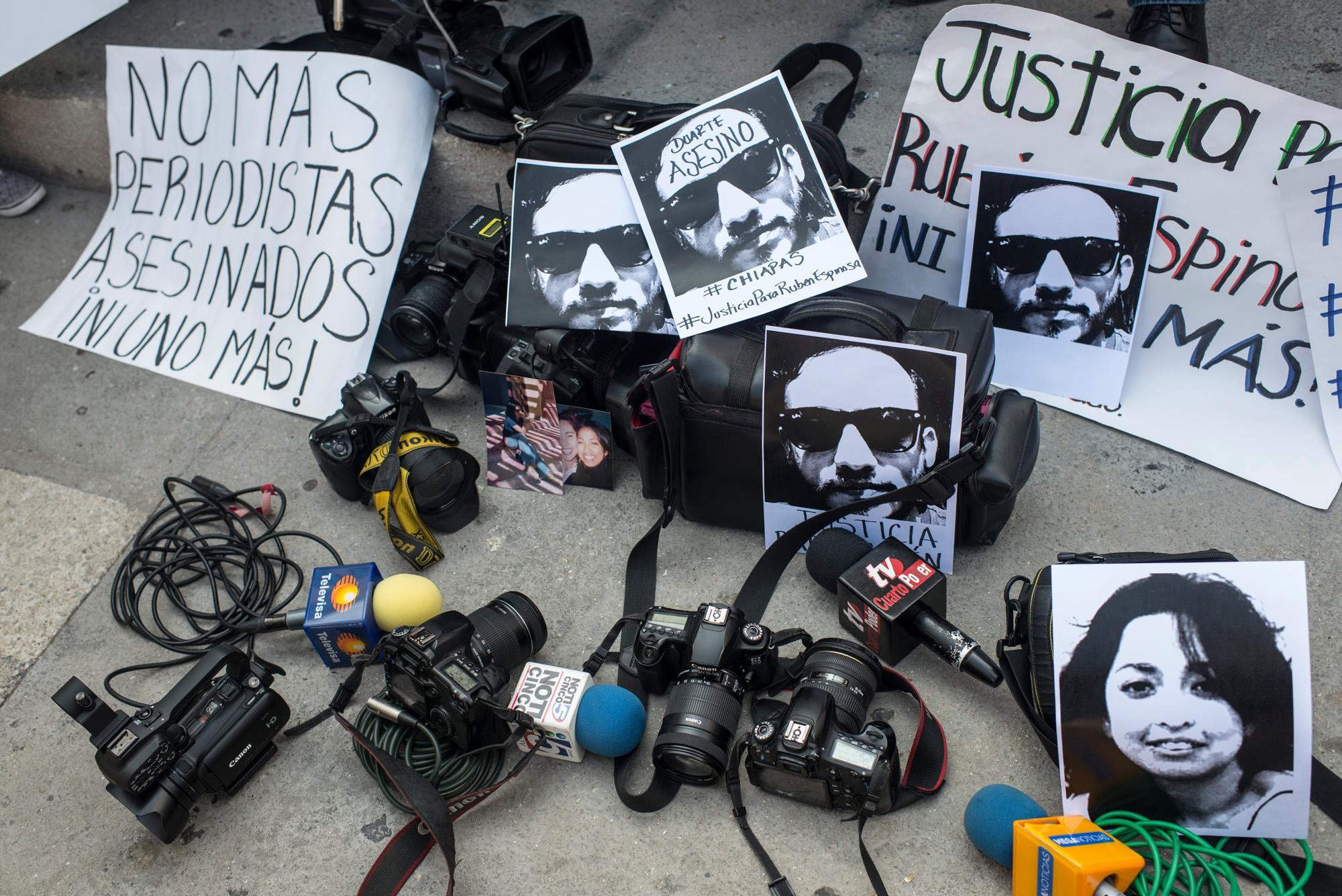 Des syndicats de journalistes français s'adressent à l'ambassadeur du Mexique à Paris