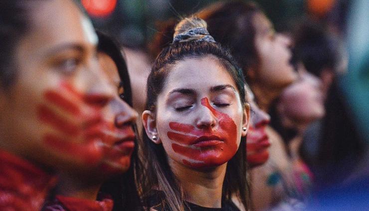 Au Chili, les étudiantes dans la rue depuis trois mois bousculent la domination masculine (Anne Le Bon/ Bastamag)