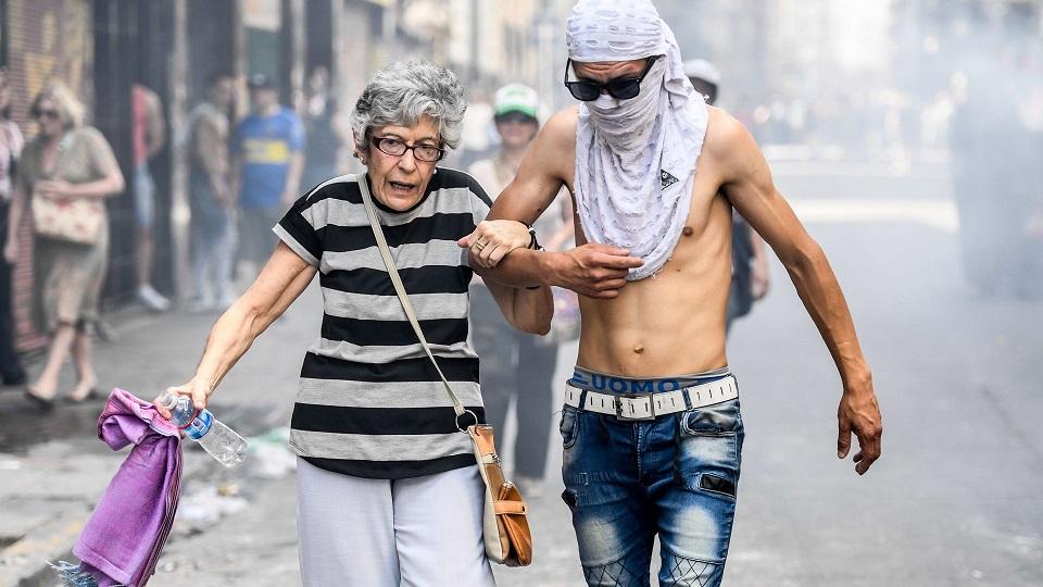 L'Argentine aujourd'hui et sans filtre : Face à la violence néolibérale, le peuple résiste dans la rue (Cora Gamarnick/Revista Anfibia)