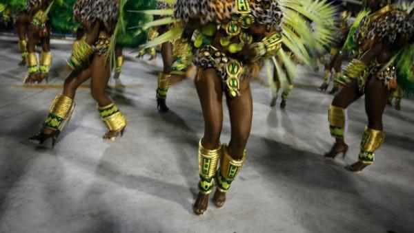 Carnaval: Rio de Janeiro se prépare à une seconde nuit de défilés