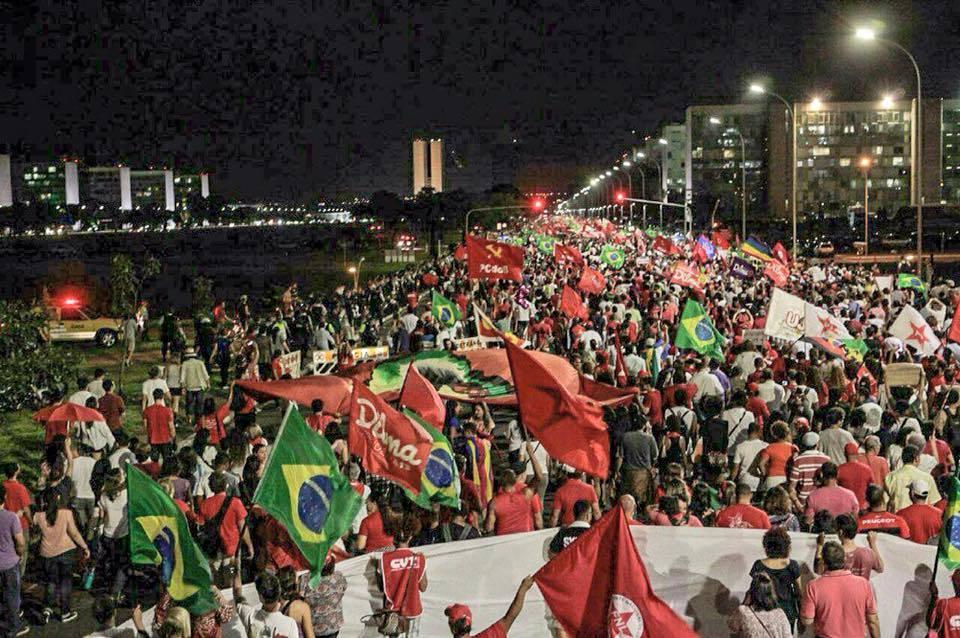 """Brésil: """"la chute de la gauche constituerait un choc systémique en Amérique latine."""""""