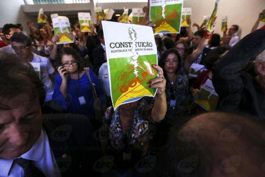 Le Brésil au bord d'un coup d'Etat institutionnel