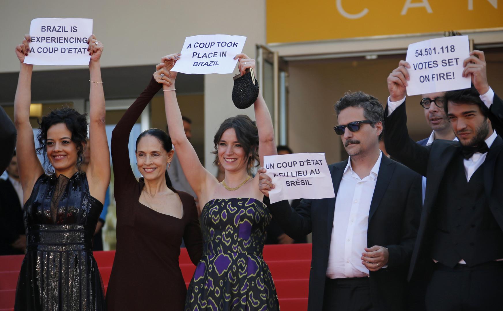 L'équipe du film brésilien «Aquarius» en compétition à Cannes condamne la destitution de la présidente brésilienne Dilma Roussef. Source: Reuters