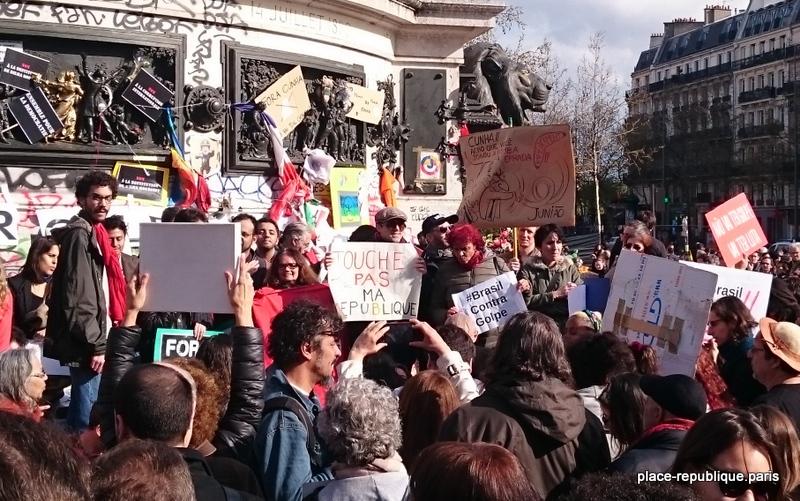 À Paris, l'Orchestre debout joue contre le coup d'État au Brésil