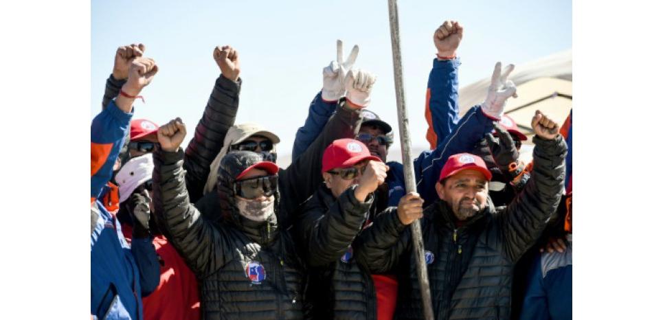 Au Chili, les mineurs en grève d'Escondida ne veulent pas lâcher