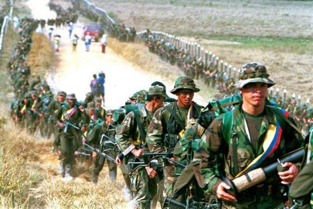 La paix en Colombie se heurte de plein fouet à la bureaucratie et à la doctrine de«l'ennemi de l'intérieur»