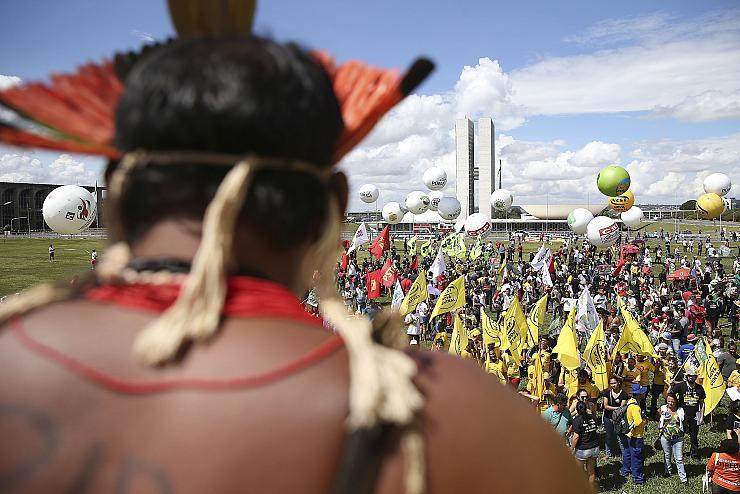 Loi travail, retraites, sous-traitance : le gouvernement brésilien passe à l'offensive contre les droits sociaux