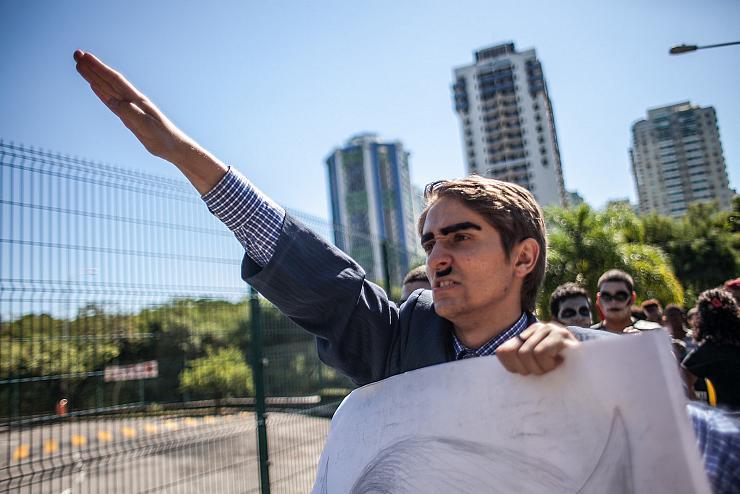 L'alliance de la Bible et du fusil-mitrailleur : ces figures montantes de l'extrême-droite brésilienne