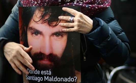 Argentine : un cadavre pourrait être celui de Santiago Maldonado, disparu après une manifestation (Christine Legrand/Le Monde)