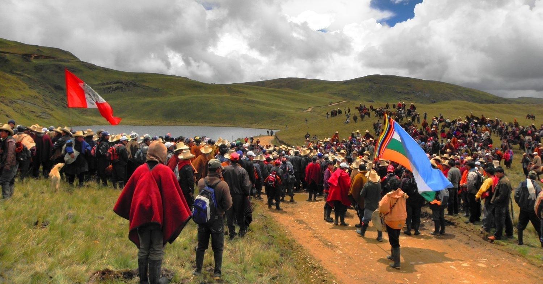Pérou: Notre goutte d'eau dans un océan de corruption/ Perú: Nuestra gota de agua en un océano de corrupcion./ (Comité de Solidarité avec Cajamarca de Paris 29/11/2017)