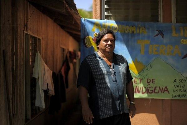 Assassinat d'un célèbre militant indigène au Costa Rica (Courrier International) / Asesinato de defensor de tierras indígenas desata fuerte reacción policial (La Nación)