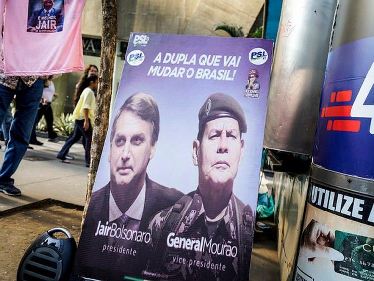 Brésil : Jair Bolsonaro ordonne la commémoration, dans les casernes, du coup d'État militaire de 1964 (AFP/ France Infos)