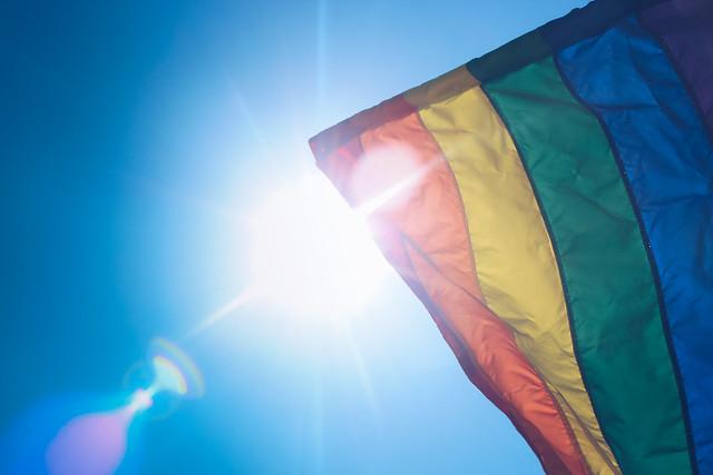 Équateur : la Cour constitutionnelle approuve le mariage des couples homos. Libération