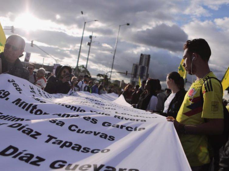 Les Colombiens dans les rues contre des meurtres d'ex-FARC et de leaders sociaux (Marie-Eve Detoeuf/RFI)