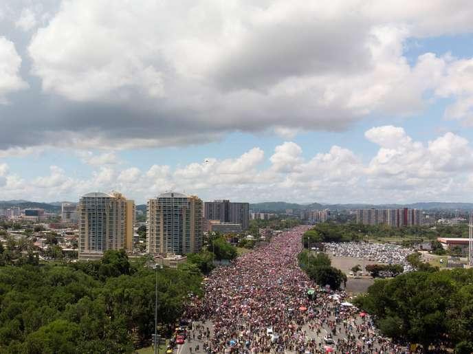 Manifestation géante à Porto Rico pour exiger le départ d'un gouverneur (Jules Ravanello/ Le Monde)
