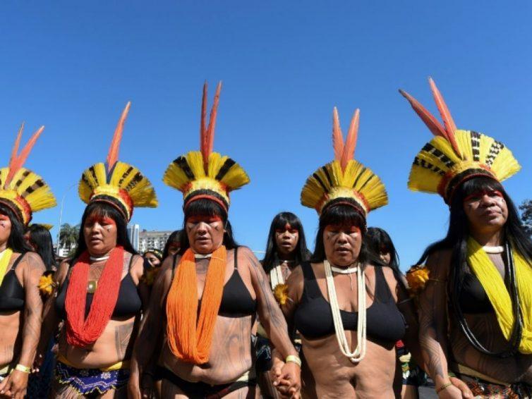 Brésil : manifestation de femmes indigènes contre Bolsonaro (Sciences et Avenir/ AFP)