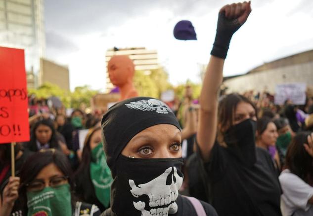 #MeToo au Mexique : «On nous tue et vous nous parlez de tags sur des murs» (Emmanuelle Steels/ Le Monde)
