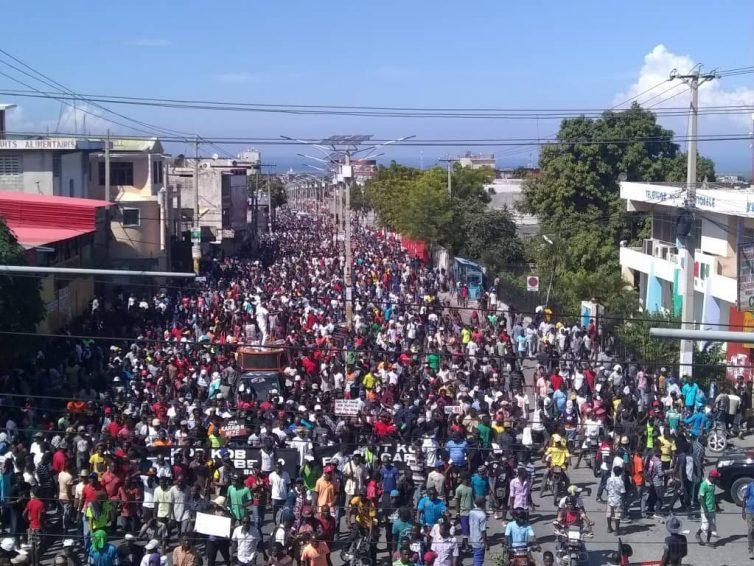 Haïti : entre complicité et ingérence (Frédéric Thomas / CETRI)/ Seule la justice sociale permettra un retour à la paix et à la stabilité (Tribune du Collectif Haïti)