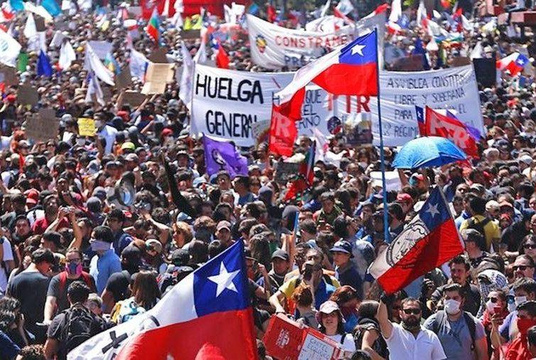 """Chili: """"Hier nous vivions bien…"""" C'était un mensonge (Témoignage de Ronnie Ramírez / Zin TV)"""