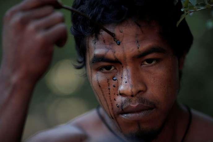 Brésil: le militant indigène Paulo Paulino tué par des trafiquants de bois en Amazonie (article Le Monde – Reuters / vidéo)