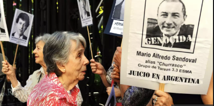 La justice française valide définitivement l'extradition vers l'Argentine de Mario Sandoval, tortionnaire présumé (Angeline Montoya/Le Monde)