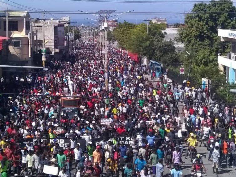 Haïti : « Ce n'est pas une lutte contre le pouvoir ; c'est une lutte contre le système » (entretien de Frédéric Thomas avec Pascale Solages et Gilbert Mirambeau Jr/ CETRI)