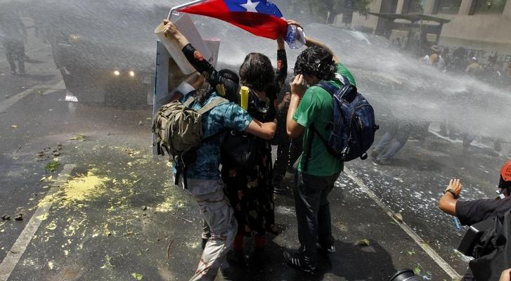 Le Chili en temps de pandémie :  entre l'onde de choc de la révolte d'octobre et les risques de reprise en main néolibérale (Alex G. et Franck Gaudichaud/ CETRI)