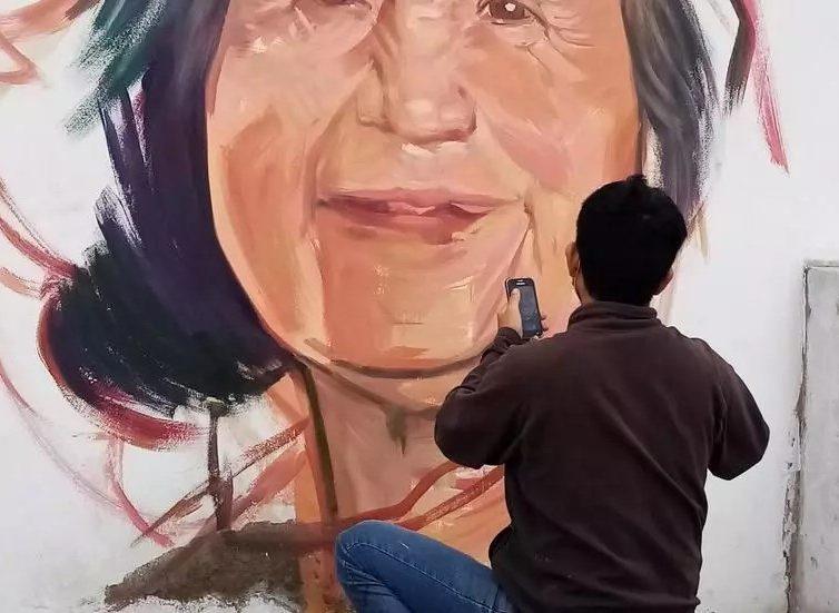 Coronavirus: à Lima, le souvenir des victimes embellit les murs du quartier Leticia (Eric Samson/ RFI)
