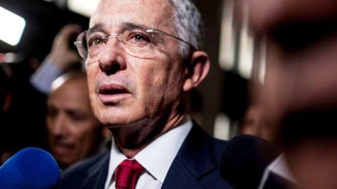 Colombie : Alvaro Uribe libéré mais pas sorti d'affaires (Anne Proenza / Libération)