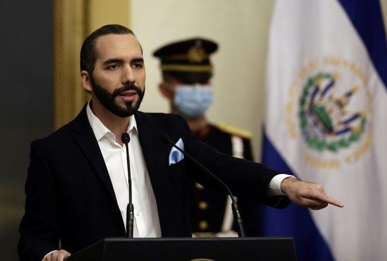 Salvador: menacé par la justice, le président Bukele s'attaque à la presse (AFP/ TV5 Monde)