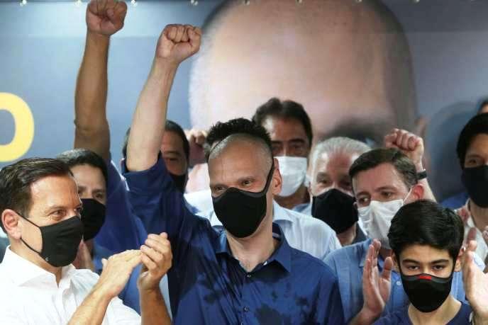 """Municipales au Brésil: Bolsonaro confirme son échec, le """"centre droit"""" grand vainqueur (revue de presse)"""