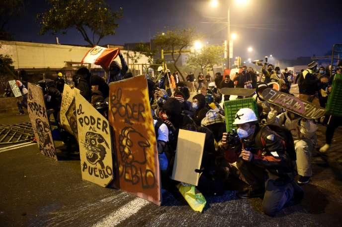 Pérou: démission du président par intérim, Manuel Merino (Le Monde / AFP / Libération / France 24)