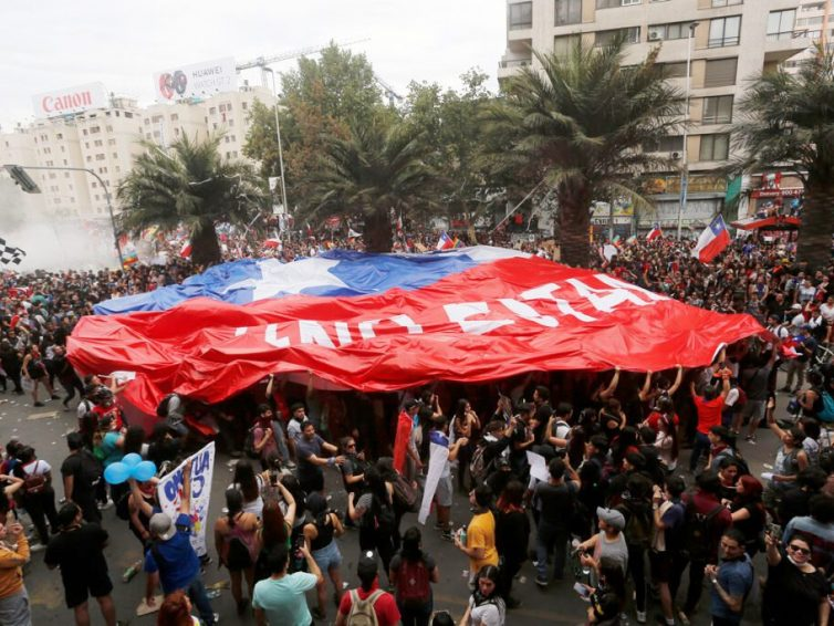 Le Chili, d'un octobre à l'autre (Luis Thielemann Hernández – Jacobin América Latina / Contretemps)