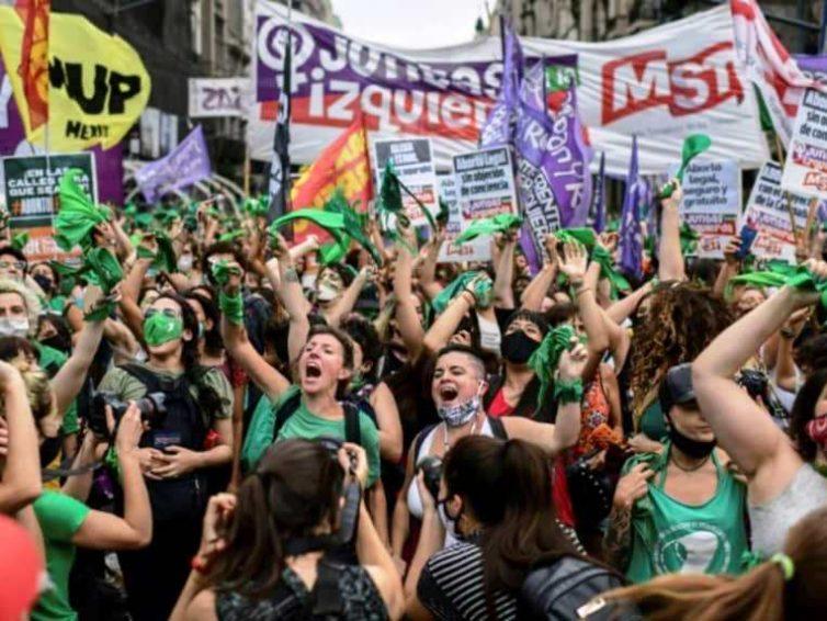 Argentine : les députés adoptent le projet de loi sur la légalisation de l'avortement (Marie Campistron / France 24)