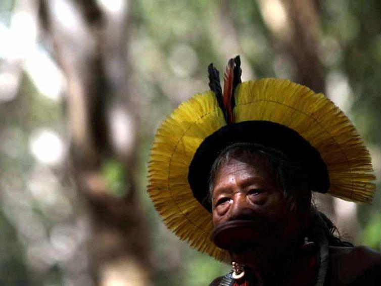 Amazonie : le chef Raoni dénonce Jair Bolsonaro devant la Cour Pénale Internationale pour crimes contre l'humanité (France 24)