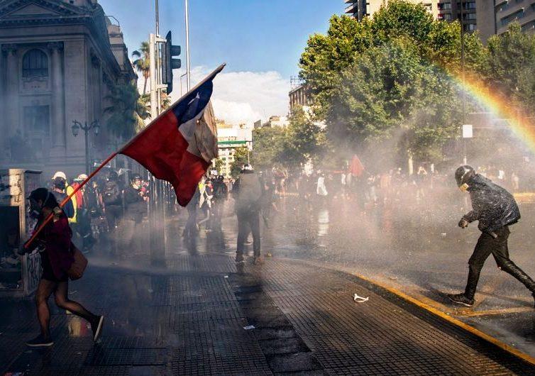 Chili : comment rebâtir une nation ? (entretien avec Franck Gaudichaud par Antoine Dhulster / Enjeux Internationaux / France Culture)