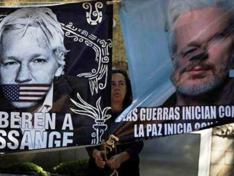 Le Mexique offre l'asile politique à Julian Assange (Huffington Post / RFI / Euronews)