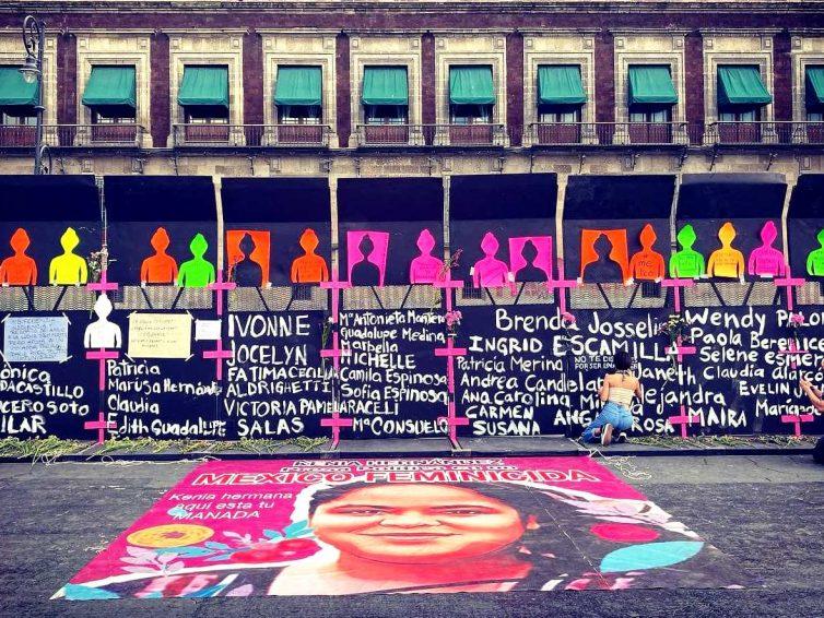 Au Mexique, un mur érigé autour du palais présidentiel devient le symbole de la lutte des femmes (Jean-Marc Four / France Info)