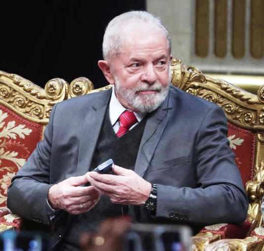 Brésil: annulation des condamnations judiciaires contre Lula (revue de presse)