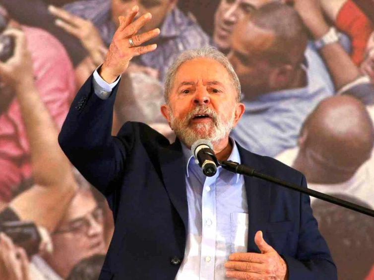Au Brésil, Lula fustige les « décisions imbéciles » prises par Jair Bolsonaro sur le Covid-19 (Le Monde avec AFP)