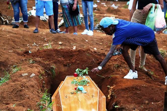 Pandémie au Brésil : des habitants et des soignants témoignent (Elise Lambert – France Info / Julien Lecot – Libération)