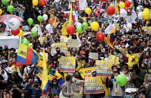 """Colombie : """"paro nacional"""" du 28 avril 2021. Multiples manifestations contre un projet de réforme fiscale (Courrier International – AFP / L'Humanité / Vidéos France 24 Español et El Tiempo)"""
