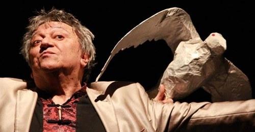 Disparition du dramaturge chilien Óscar Castro (article d'Isabelle Le Gonidec – RFI / communiqué de l'Association des ex-prisonniers politiques du Chili en France)