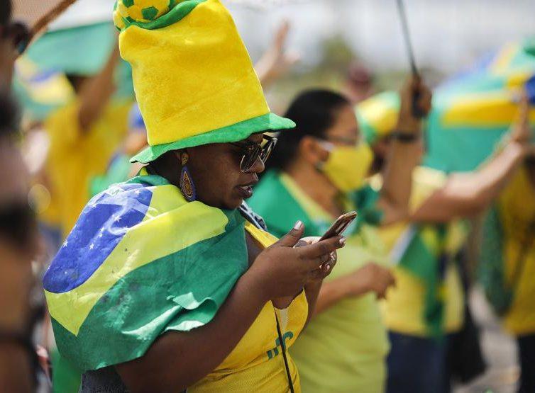 Au Brésil, Whatsapp est un outil de propagande massive (Jean-Mathieu Albertini / INA-la revue des médias)