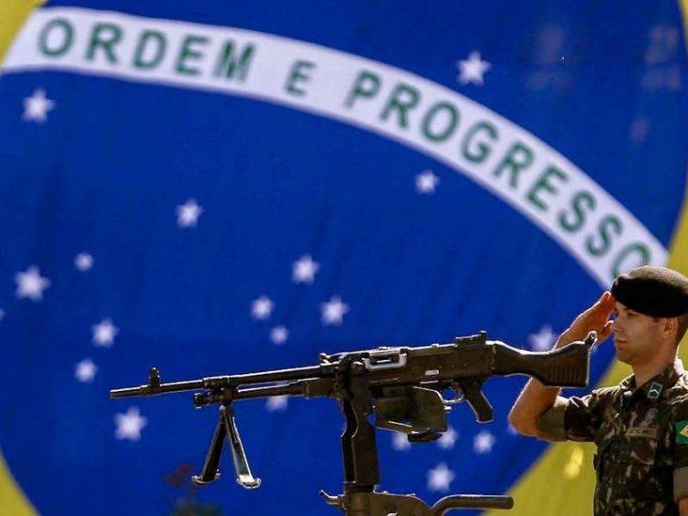 Le Brésil, une démocratie militarisée (Maud Chirio / The Conversation)