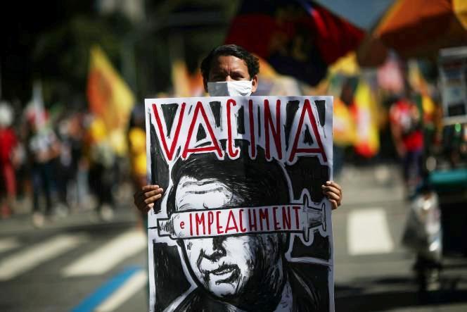 Au Brésil, des dizaines de milliers de manifestants réclament la destitution de Jair Bolsonaro (Le Monde / AFP)