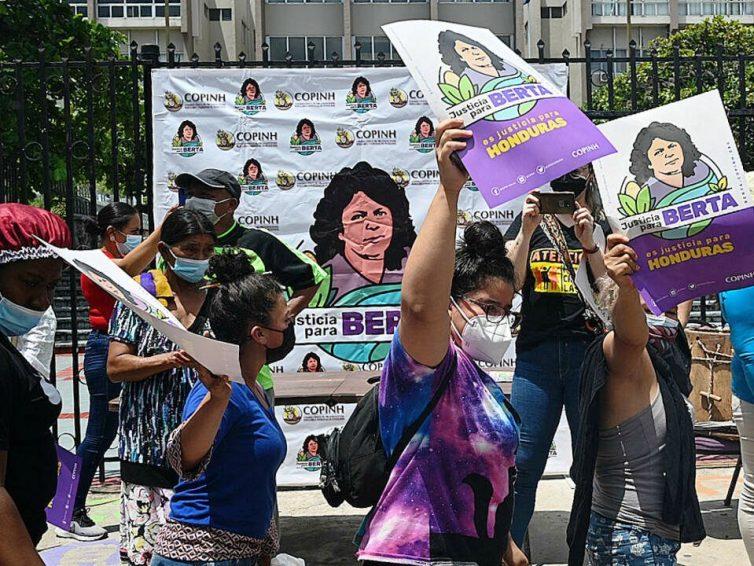 Honduras: une nouvelle condamnation pour le meurtre de la militante écologiste Berta Cáceres (RFI / Reporterre / TV5 Monde)