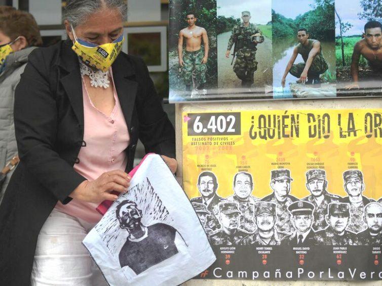 Les Colombiens du monde entier manifestent pour dénoncer les crimes de l'armée (Guylaine Roujol Perez / Le Parisien)