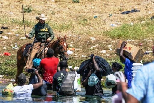 États-Unis : expulsion de milliers de migrants à la frontière sud du Texas (revue de presse)